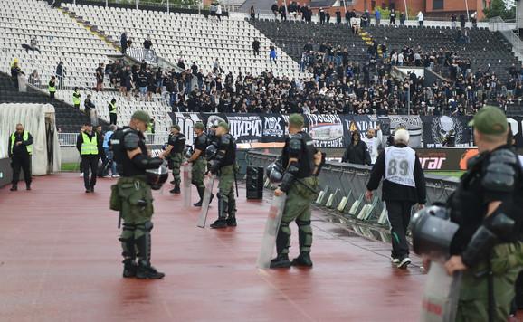 Žandarmerija na stadionu Partizana pred 200. večiti derbi