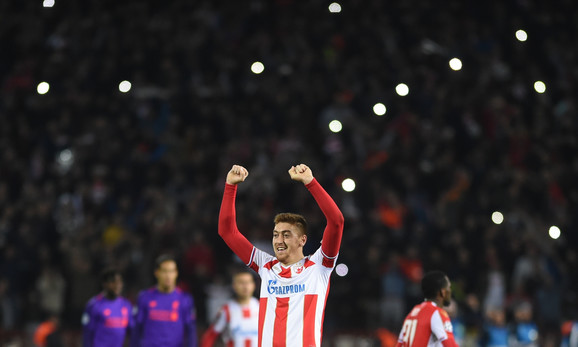 Milan Pavkov slavi pobedu nad Liverpulom