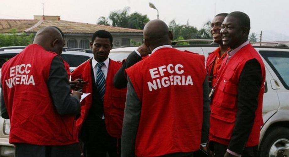 EFCC officials arrest suspected yahoo boys in Owerri (Punch)