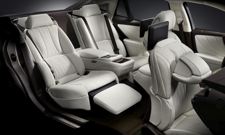 Lexus LS 500h – fotel Ottoman