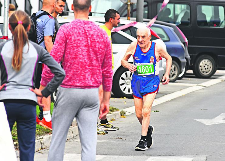 Novi Sad21 maratonac veteran Silvester Kovac foto Nenad Mihajlovic