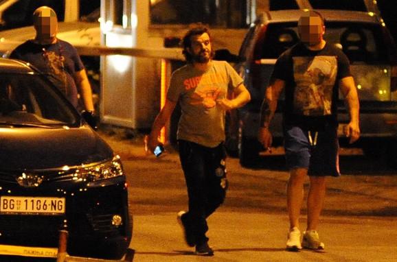 Aca Lukas izlazi iz policije