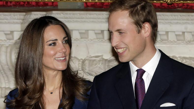 Książę William i Kate Middleton podczas oficjalnego ogłaszania zaręczyn