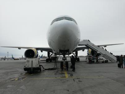 Do tej pory flota dalekiego zasięgu UIA składała się z blisko 30-letnich Boeingów 767. B777 nie jest nowy, ale o ponad połowę młodszy od nich.