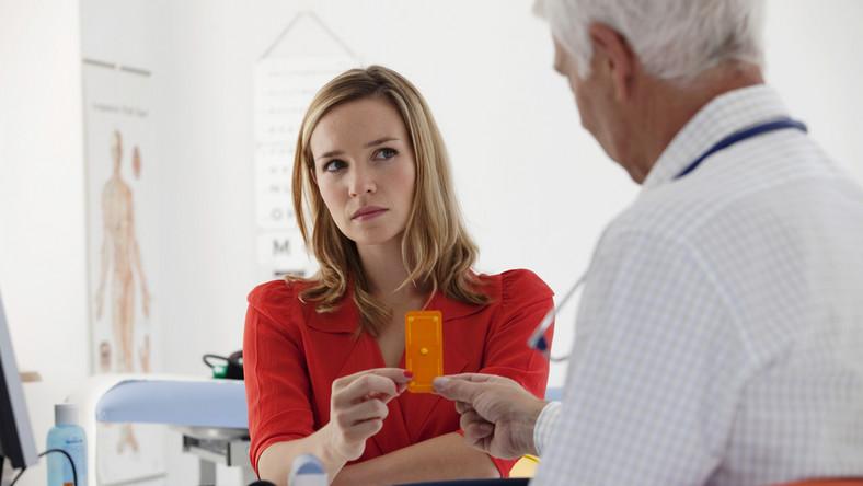 """Czy za pomocą tabletek antykoncepcyjnych można """"pozbyć się"""" miesiączki?"""
