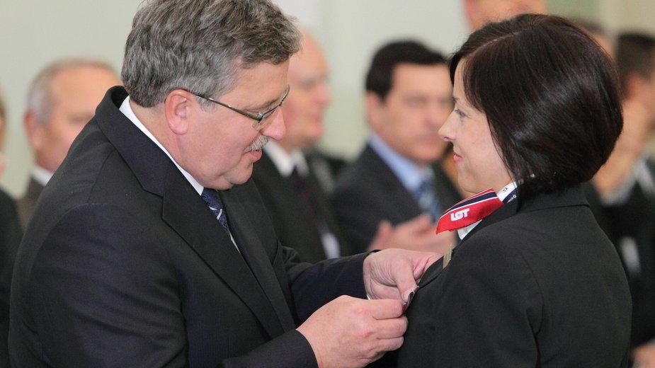 Magdalena Gortat podczas uroczystości odznaczenia Złotym Krzyżem Zasługi przez prezydenta Bronisława Komorowskiego
