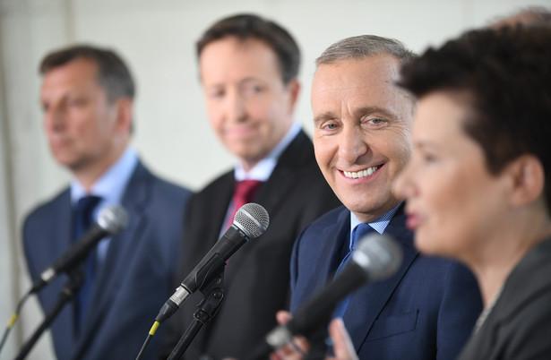 """Parlament Europejski przyjął w środę rezolucję na temat sytuacji w Polsce, w której ocenia, że """"paraliż Trybunału Konstytucyjnego zagraża demokracji, prawom podstawowym oraz rządom prawa w Polsce""""."""
