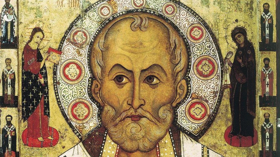 Mikołaj jest świętym katolickim i prawosławnym – na zdjęciu jego przedstawienie na ikonie Aleksa Pietrowa z 1294 r. (domena publiczna)