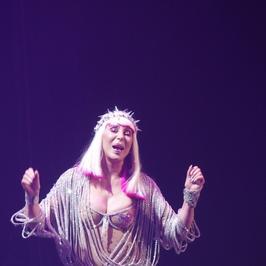 71-letnia Cher zaskakuje kreacjami w Las Vegas