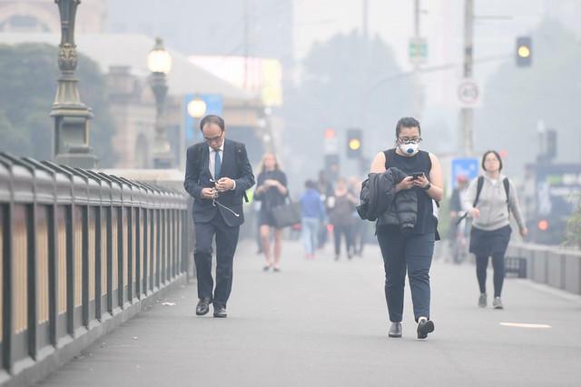 Pojedini građani Melburna ne izlaze bez maski za disanje