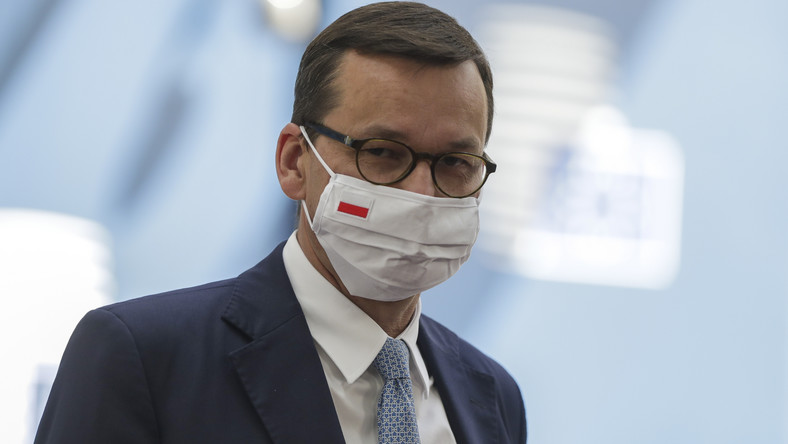 epa08556549 Poland's Prime Minister Mateusz Morawiecki arrives for the fourth day of the European Council meeting in Brussels, Belgium, 20 July 2020. European Union nations leaders meet face-to-face for a fourth day to discuss plans responding to coronavirus crisis and new long-term EU budget. EPA/STEPHANIE LECOCQ / POOL Dostawca: PAP/EPA.