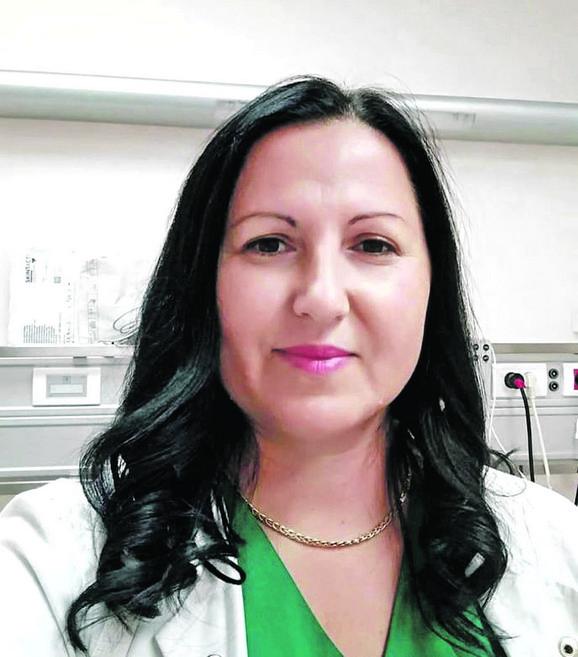 Dr Suzana Tomić: Maloletna  pacijentkinja E. S. sve vreme je bila  bez svesti, s uskim zenicama, ali sa normalnim pritiskom i normalnom saturacijom