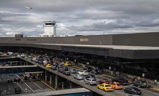 Porwał samolot z jednego z najbardziej ruchliwych lotnisk w USA. FBI bada, jak mogło do tego dojść