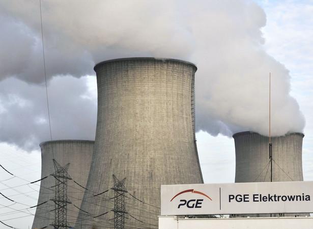Kominy chłodzące elektrowni Bełchatów należącej do PGE.