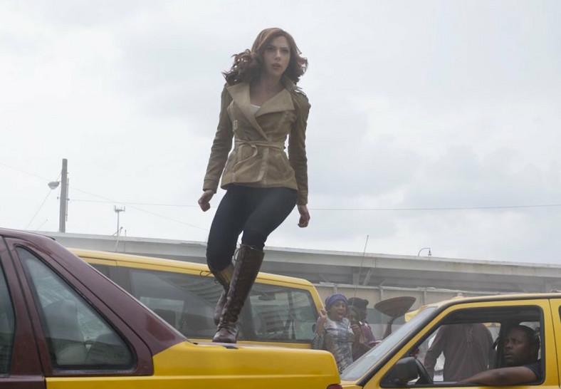 """Scarlett Johansson w filmie """"Kapitan Ameryka: wojna bohaterów"""""""