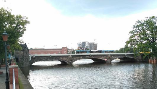 Czy szpetne rury znikną z mostu Pomorskiego?