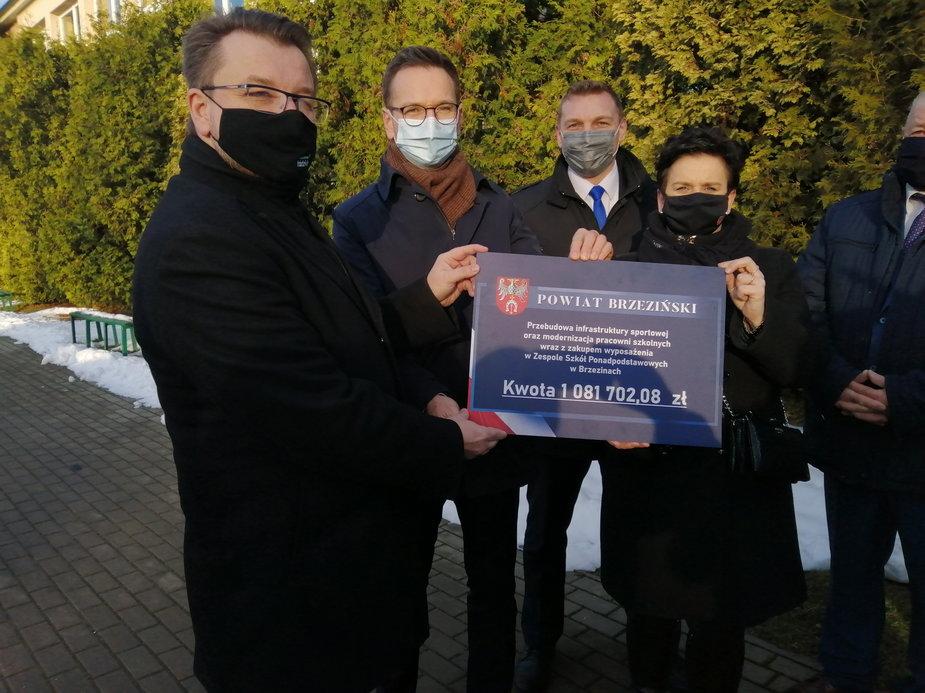 1 mln złotych dotacji dla szkoły w Brzezinach