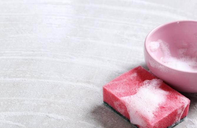 Evo kako da očistite kuhinjski sunđer