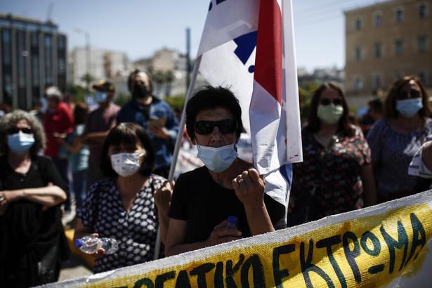 Protesty skierowane są przeciwko projektowi nowelizacji prawa pracy, które zakłada możliwość wydłużania czasu pracy do 10 godzin dziennie.