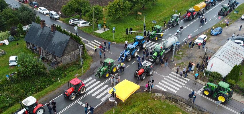 Rolnicy mówią dość! Zablokowali ważną trasę. Stawiają warunki