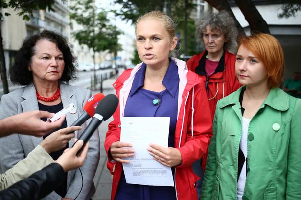 """Zarejestrowany w maju Komitet Inicjatywy Ustawodawczej """"Ratujmy Kobiety"""" prowadzi zbiórkę podpisów pod obywatelskim projektem ustawy liberalizującej przepisy aborcyjne"""