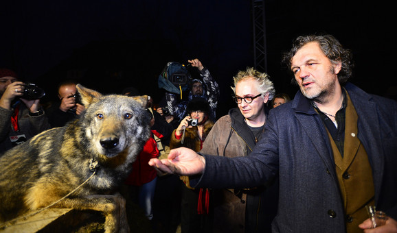 Tasovac i Kusturica sa vukom