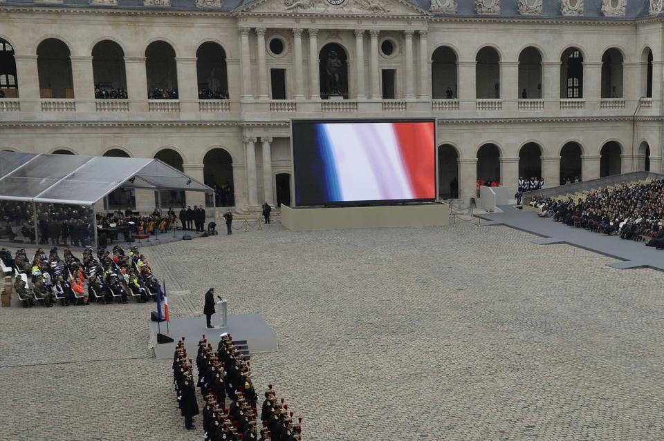Francja żegna ofiary zamachów w Paryżu