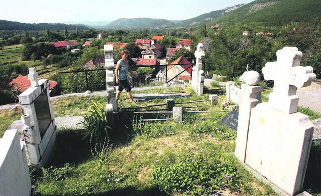 Pravoslavno groblje u selu Golubić kod Knina
