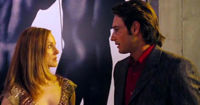 """To, że jesteśmy nieśmiali i introwertyczni, wcale nie oznacza, że nie posiadamy żadnych umiejętności społecznych (na zdjęciu: kadr z filmu """"To właśnie miłość"""")"""