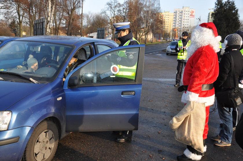 Policja wręczała kierowcom... rózgi
