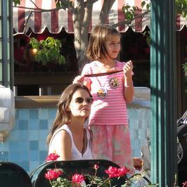 Katie Holmes i Suri w Disneylandzie