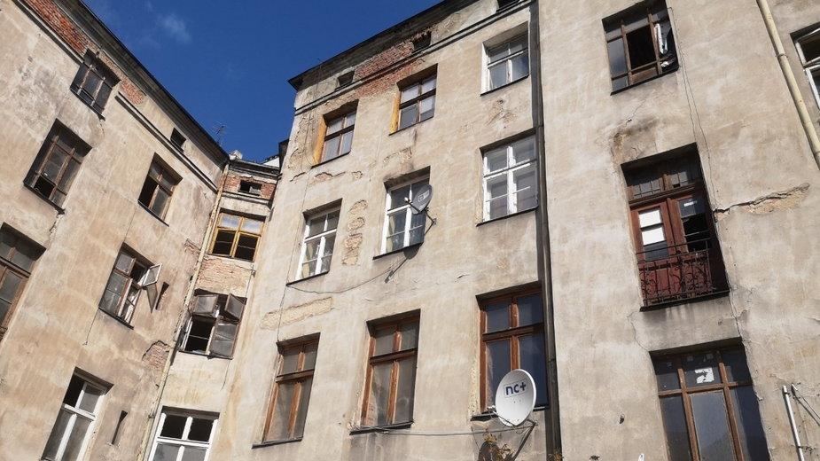 Łódź. Właściciel kamienicy namawia mieszkańców do wyprowadzki