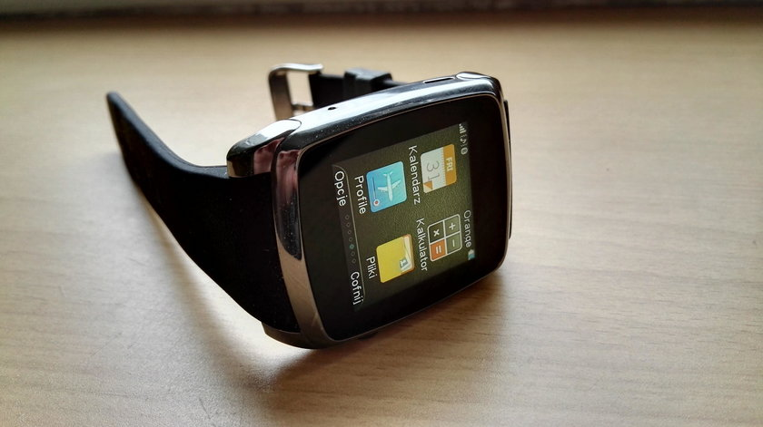 Test smartwatcha Hykker z Biedronki