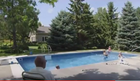 Izgubio je voljenu suprugu i bio TOLIKO USAMLJEN. Ono što je uradio da ublaži bol obradovalo je SVU DECU u komšiluku (VIDEO)