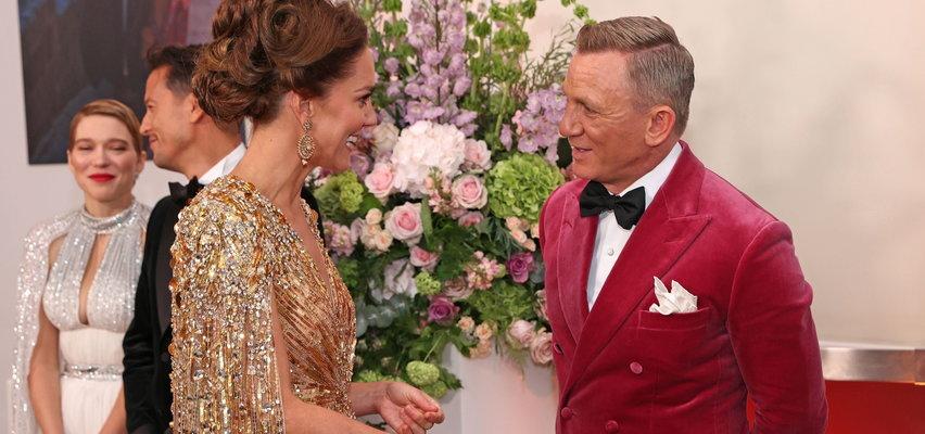 """""""Nie czas umierać"""". Gwiazdy na premierze nowego Jamesa Bonda. Widzicie coś dziwnego na tym zdjęciu? Kate Middleton góruje nad Craigiem"""