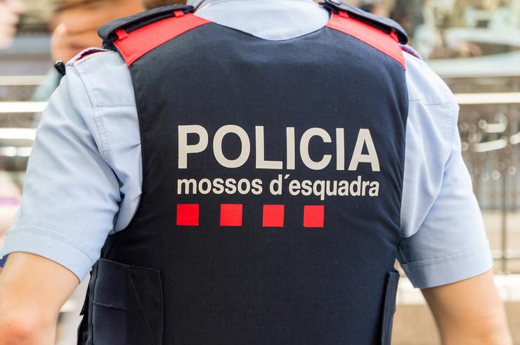spanija katalonija policija shutterstock 1145843576