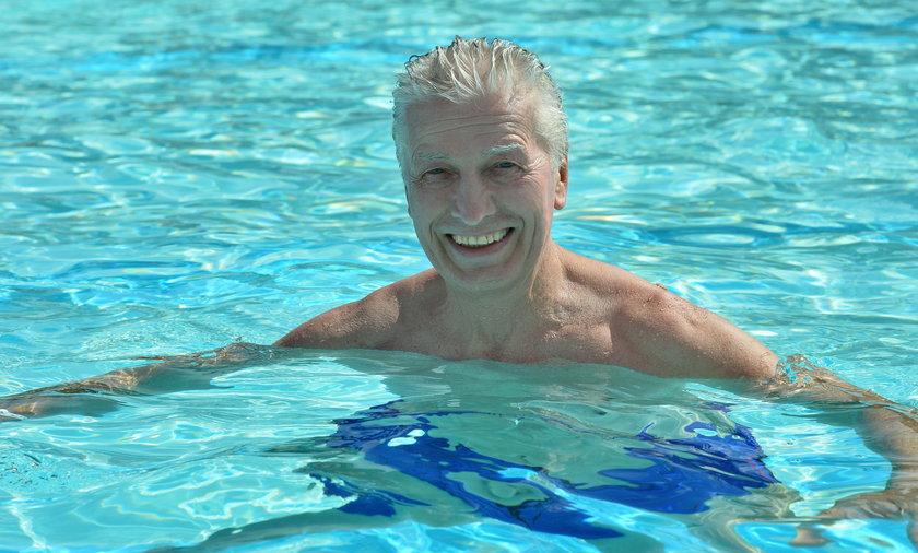 Pływanie może być lekiem. Komu i przy jakich schorzeniach może pomóc?