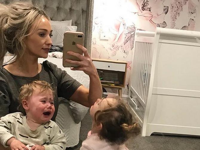 """""""Sram te bilo, šta to radiš deci?!"""": Otkrila je pratiocima CAKU kojom decu ubrzava ujutro i SVI SU ZGROŽENI njenim savetom"""