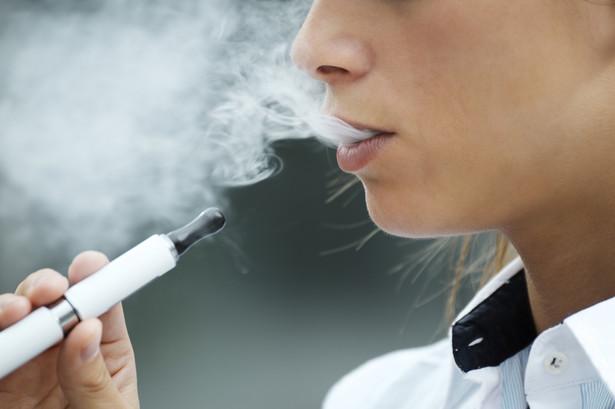 Użytkownicy sami dodają do liquidów różne substancje chemiczne, np. THC