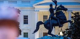 Próbowali obalić pomnik prezydenta Jacksona. Policja użyła gazu