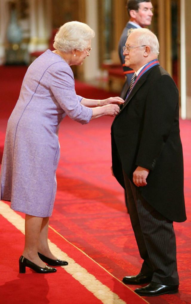 Kraljica Elizabeta i Oleg Gordijevski
