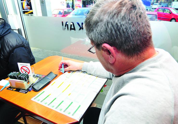 Novi Sad 210 Kockanje klađenje kladionica kockarnica foto Robert Getel