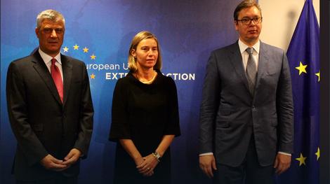 Aleksandar Vučić, Federika Mogerini i Hašim Tači u Briselu u nekoj od runda pregovara