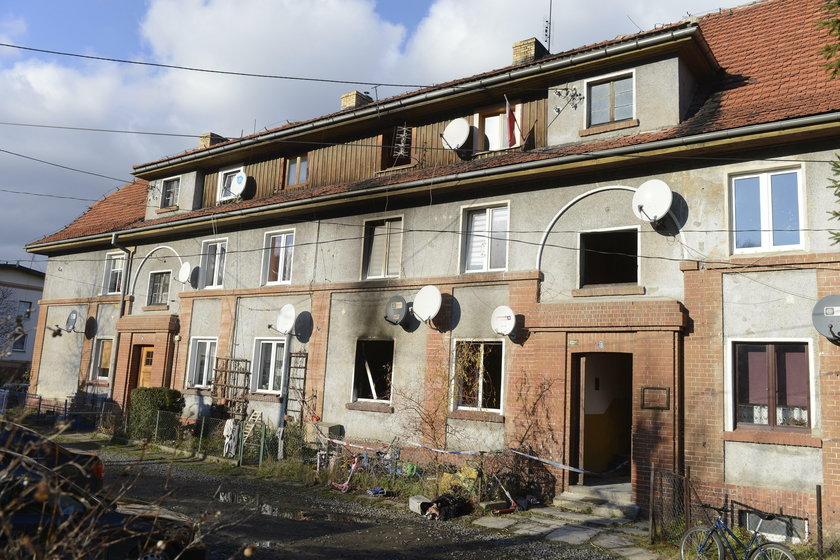 Oskar, Agnieszka i Dominik spłonęli żywcem. Matka wyciągnęła klamki z okien