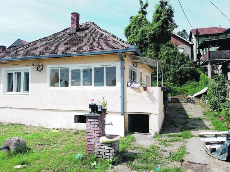 Kuća u kojoj je nasilnik nasrnuo srpom na bivšu suprugu