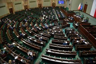 Dodatki dla pracowników służby zdrowia, ale nie wszystkich. Sejm znowelizował ustawę covidową