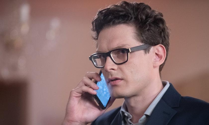 """Daniel Olbrychski i Adam Fidusiewicz w amerykańskim serialu. Dlatego odszedł z """"Na Wspólnej"""" po 18 latach"""