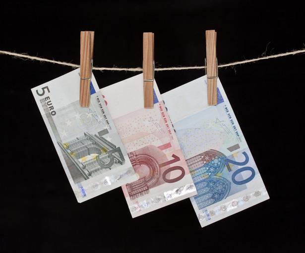 GIIF, dzięki informacji zwrotnej ze skarbówki, często wysyłał do prokuratury zawiadomienia wskazujące na podejrzenie popełnienia przestępstwa związanego z praniem pieniędzy