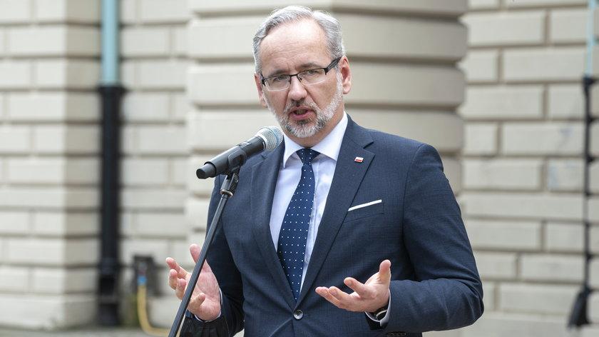 Minister zdrowia Adam Niedzielski (48 l.) przyznał w środę w TVN 24, że decyzja o tym, by udostępnić dawkę przypominającą wszystkim już zapadła, a eksperci zastanawiają się tylko nad tym, kiedy to zrobić.
