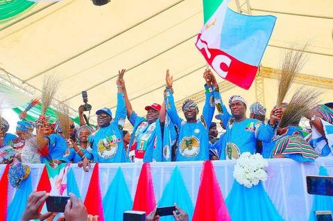 Ambode endorses Sanwo-Olu and Hamzat at the Lagos APC campaign rally on Tuesday, January 8, 2019 (Lagos APC)
